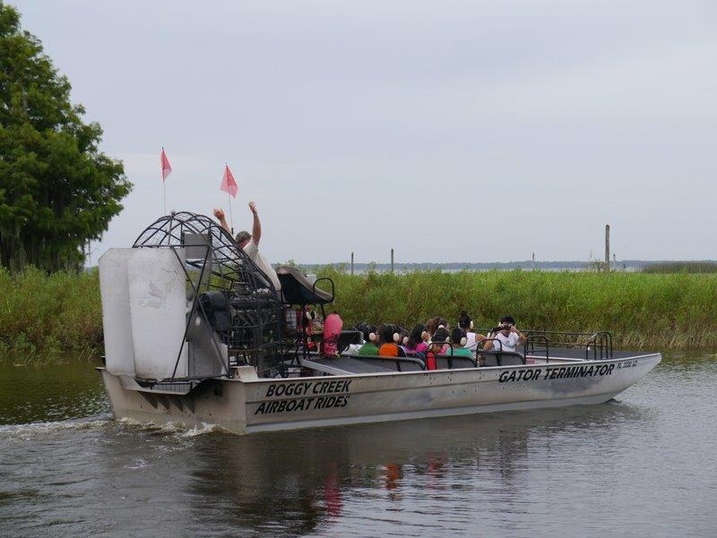 1416907252airboat_alligators