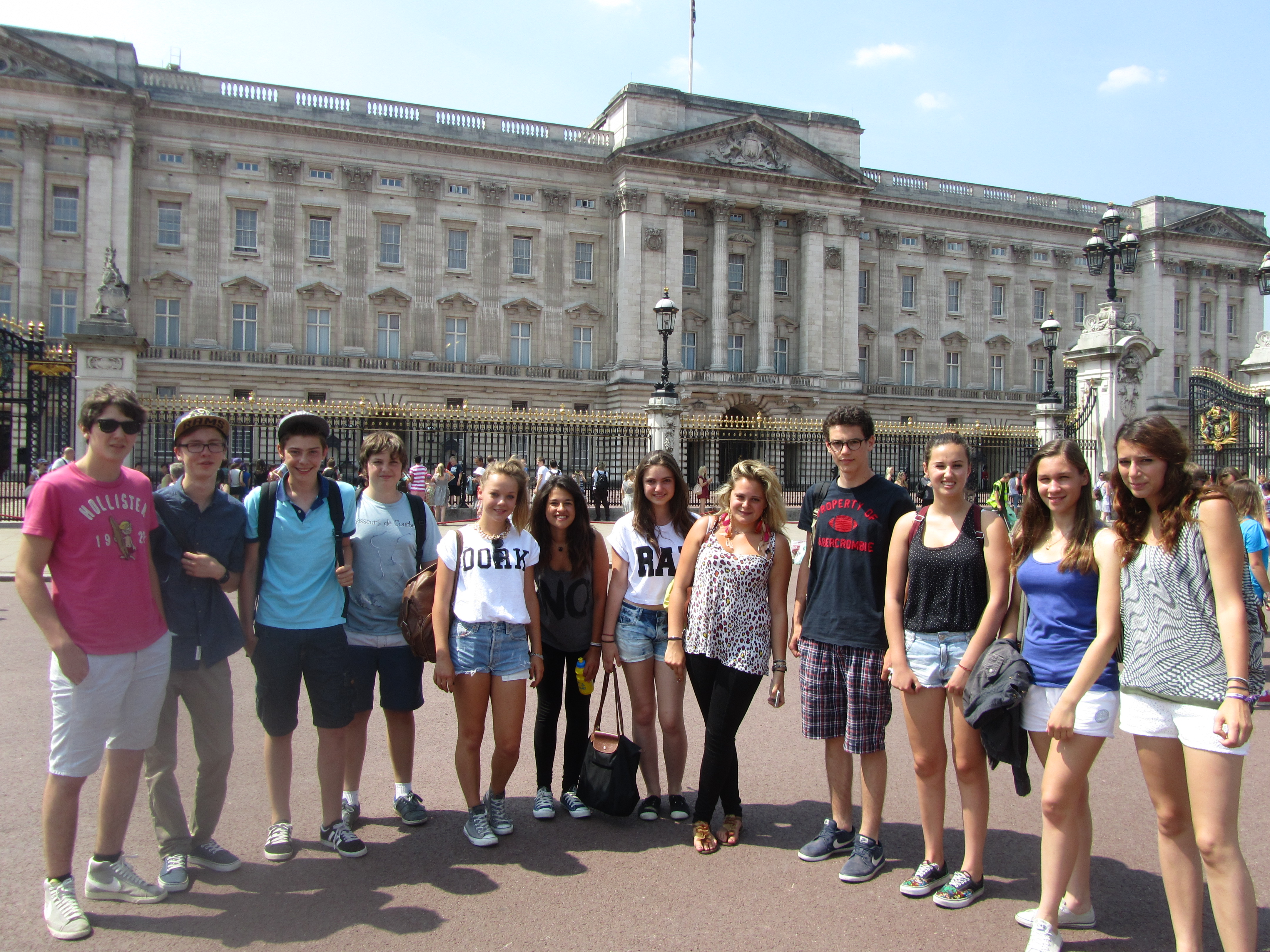 DIS__Group_Buck_Palace