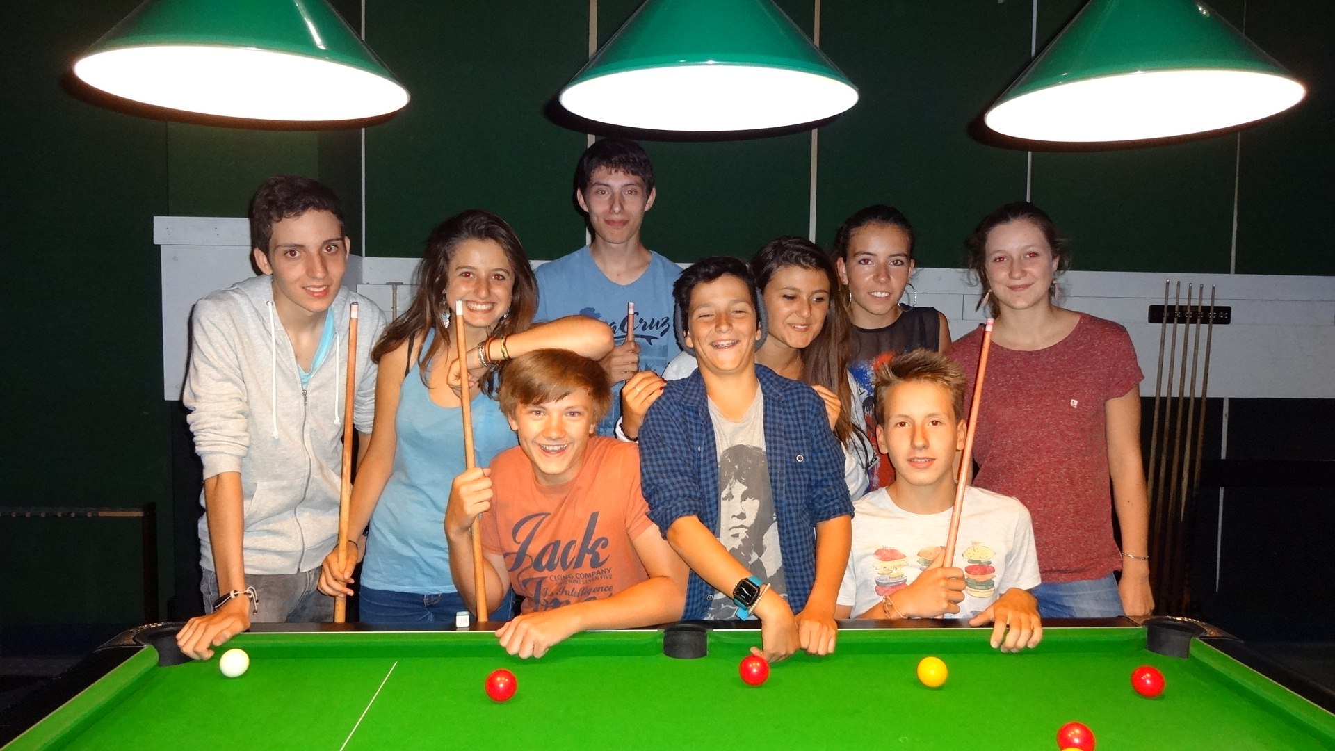 Game_of_pool_and_students